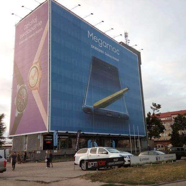 montaż reklamy wielkoformatowej